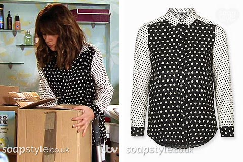 Maria wearing her black and white print shirt in Coronation Street